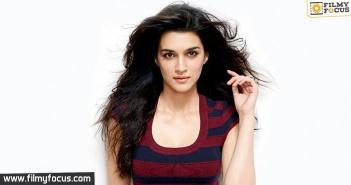 Kriti Sanon, Oopiri Movie, Karan Johar, Amithab Bachchan, Ranbir Kapoor, Varun Dhawan,
