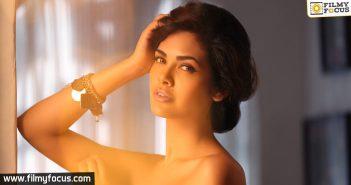 Esha Gupta, Actress Esha Gupta