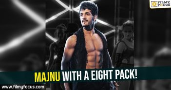 majnu-with-a-eight-pack