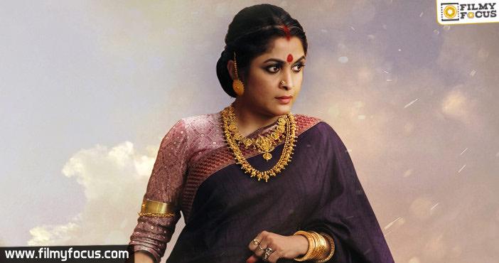 raja-mata-sivagami-by-ramya-krishna-in-bahubali-for-mahismati-kingdom