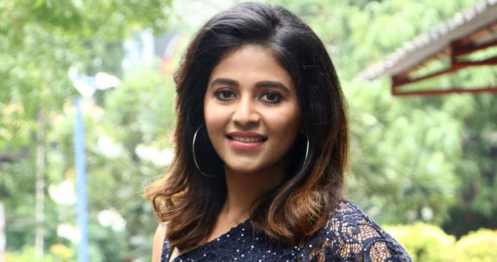 Anjali lowers her remuneration for Balayya film