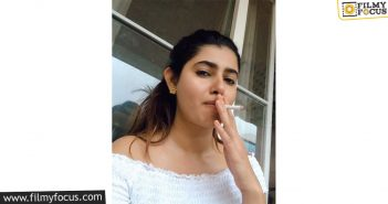 Heroine Gives Anti Smoking Advice With Balakrishna Dialogue