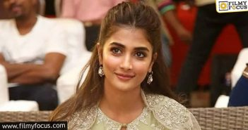 Pooja Hegde Can't Sign Telugu Films Now