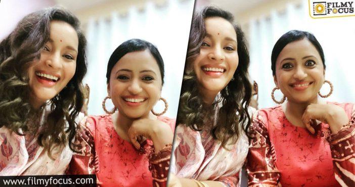 Renu Desai Graces Suma's Youtube Channel