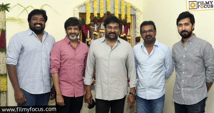 Chiranjeevi Posed With His 4 Captains