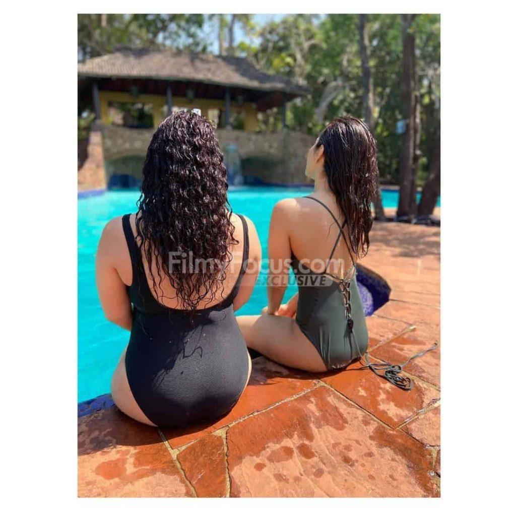 Raashi Khanna's Bikini Pictures Go Viral (6)