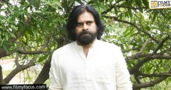 Pawan Kalyan Balancing Movies And Politics Gracefully