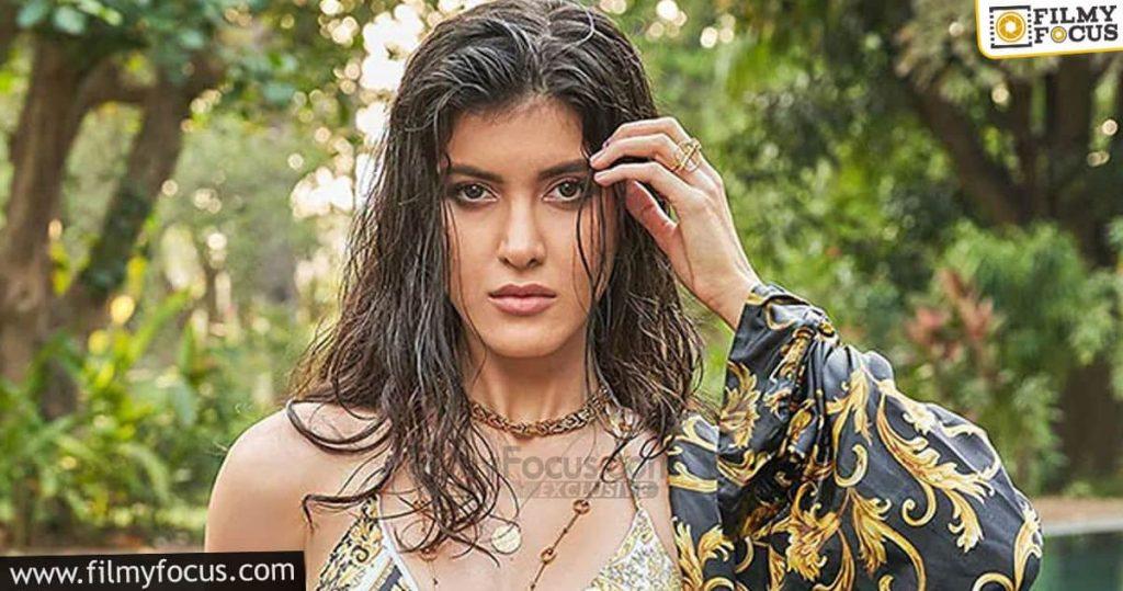 5 Shanaya Kapoor