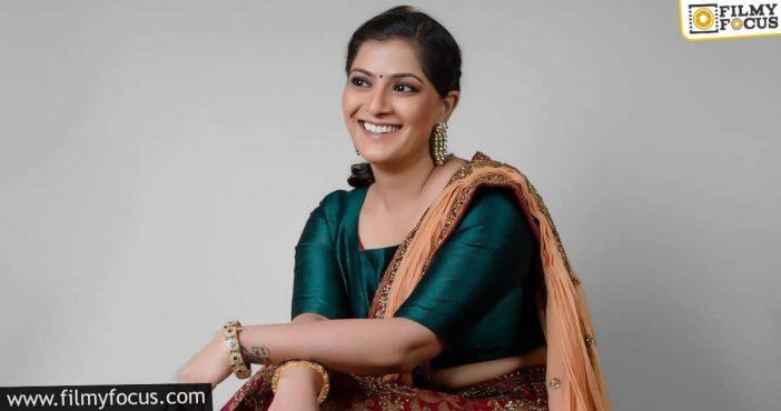 Varalakshmi Sarath Kumar's Insta Family Grows To 1 Million