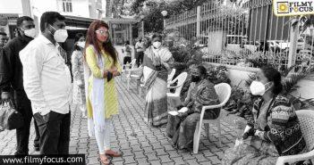 actress pranitha conducts free vaccination drive1